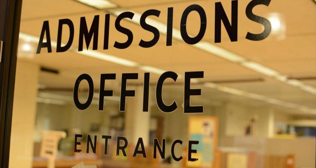 Работа приёмных комиссий в университетах
